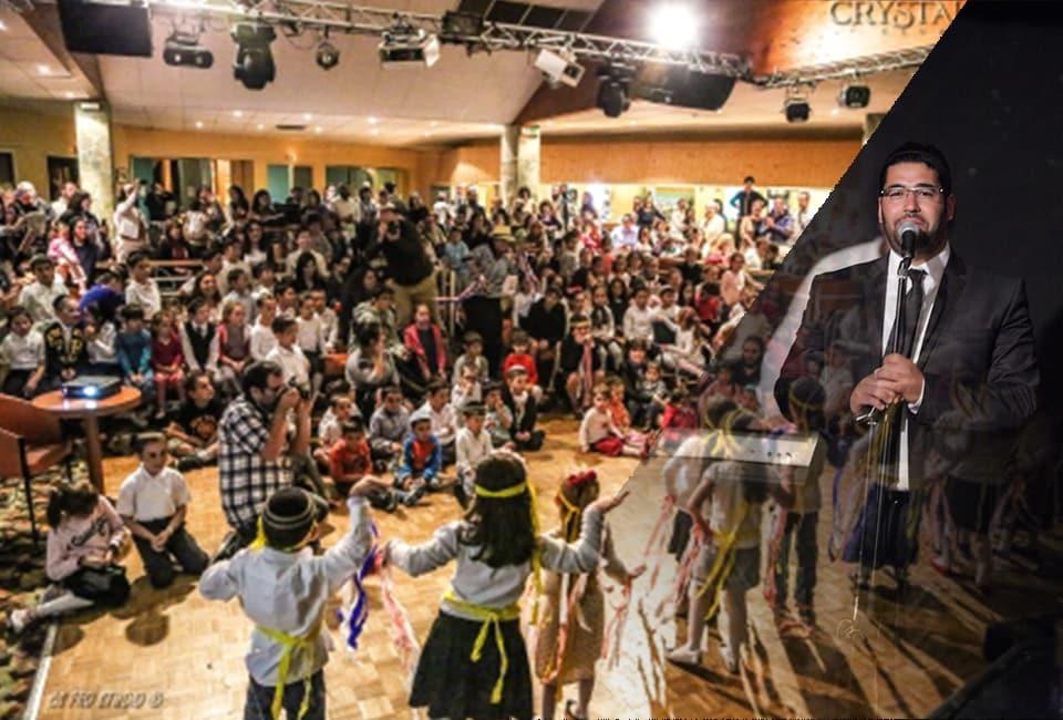 Chanteur et public lors des soirées animées par le Crystal Club à l'hôtel Les Bergers de l'Alpe d'Huez