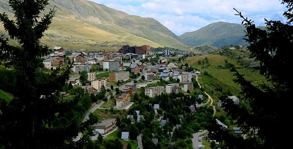 Vue de l'Alpe d'Huez prise en hauteur
